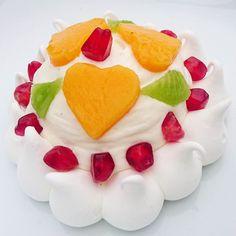 Pour tirer les rois la  Pavlova a mis sa couronne et ses diamants.... #menubistromique #épiphanie #meringue #Pavlova #dessert #pâtisserie #pastry #faitmaison #Food #Foodista #PornFood #Cuisine #Yummy #Cooking