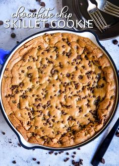 The BEST Chocolate Chip Pizookie! This delicious skillet cookie is so easy to make and is ready to eat all ooey, gooey and warm straight from the oven! Chocolate Chip Cookie Cheesecake, Skillet Chocolate Chip Cookie, Skillet Cookie, Perfect Chocolate Chip Cookies, Chocolate Chip Pancakes, Semi Sweet Chocolate Chips, Best Chocolate, Fun Desserts, Delicious Desserts