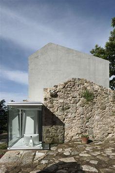 Irisarri & Piñera - House in Tebra, Tomiño Via. Contemporary Architecture, Art And Architecture, Architecture Details, Fachada Colonial, Adaptive Reuse, Brick And Stone, Stone Houses, Modern Interior Design, Exterior Design