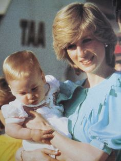 Laura and brewyn look at rosé. two wear pink dress held by Papa Princess Diana Rare, Princess Diana Pictures, Prince And Princess, Princess Of Wales, Diana Williams, Hair Essentials, Lady Diana Spencer, Royal Fashion, Style Fashion