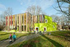 A colorful kindergarten in Leipzig, Germany Kindergarten Architecture, Hospital Architecture, Kindergarten Design, Education Architecture, School Architecture, School Building Design, School Design, Primary School, Elementary Schools