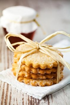 Alternative to Dragets, the good little butter cake of our childhood Source by JustBeWedding Thermomix Desserts, Vegan Desserts, Fried Biscuits, Biscuits Sec, Bolacha Cookies, Cake Receipe, Apple Snacks, Biscotti Cookies, Sable Cookies