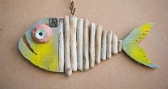 ahşap işleri Beauty Trends 2019 beauty trends on social media Driftwood Fish, Painted Driftwood, Driftwood Sculpture, Folk Art Fish, Fish Wall Art, Fish Art, Recycled Crafts, Wood Crafts, Diy And Crafts