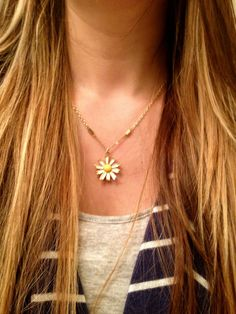 The Vintage Dainty Daisy Necklace by elladolce on Etsy, $25.00