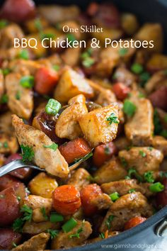 Try this One Skillet BBQ Chicken and Potatoes for a delicious, healthy . - Try this One Skillet BBQ Chicken and Potatoes for a tasty, healthy family meal that& easy to - One Skillet Meals, One Pot Meals, Easy Meals, Skillet Recipes, Bbq Chicken, Chicken Recipes, Chicken Potatoes, Clean Eating, Healthy Eating