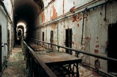 Eastern State Penitentiary: A Prison With a Past Most Haunted Places, Scary Places, Hiding Places, Places To Visit, Abandoned Prisons, Abandoned Houses, Abandoned Places, Eastern State Penitentiary, Visit Philly