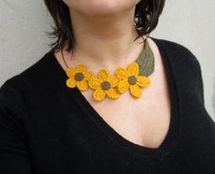 RESERVED for M.E. Crochet flower necklacefiber por GiadaCortellini