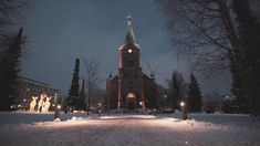 At year 2019 our Church Park got a brand-new look: the illuminated park brings joy and light to everyone passing it by especially when it is dark. Experience it together with a Christmas song played at 6 p.m. from Harju's Vesilinna tower and you will surely get into the holiday spirit. Video: Eemeli Nättinen/Aistikko Visuals White Christmas Snow, Christmas And New Year, Christmas Time, Holiday, Plan Front, Boxing Day, Time Of The Year, Trip Planning, Tower