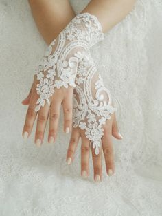 Off white Wedding gloves free ship bridal gloves lace gloves fingerless gloves french lace gloves