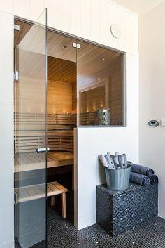 Home Spa Room, Spa Rooms, Sauna Steam Room, Sauna Room, Home Sauna Kit, Hot Tub Room, Sauna Design, Inside A House, Jacuzzi