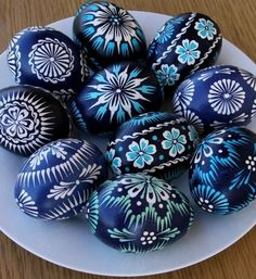 Pysanky - Ukrainian Easter Eggs ~ would be awesome on rocks as well Polish Easter Traditions, Egg Shell Art, Easter Egg Designs, Diy Ostern, Ukrainian Easter Eggs, Easter Egg Crafts, Egg Art, Egg Decorating, Easter Party