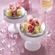 Roosje van rauwe ham met meloen ook leuk op een amuselepel