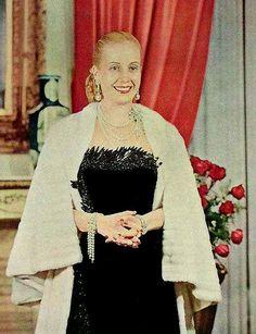 9. Ella organizó una demostración que llevó a la liberación de Perón, cuando fue detenido por oponerse a los militares.