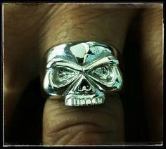 Anello argento teschio realizato a mano.