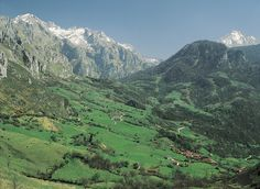 Valle de Angón - Picos de Europa. Amieva, concejo de frondosos paisajes, espectaculares ríos cristalinos, el alto Sella, el Ponga y el Dobra,... posiblemante una de las áreas mejor conservadas de los Picos de Europa.