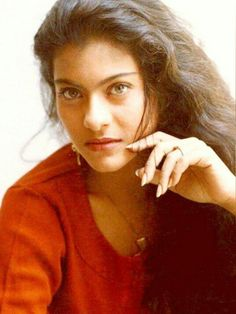 My Wife Photos, Juhi Chawla, Old Movie Posters, Music Icon, Shahrukh Khan, Old Movies, India Beauty, Beauty Queens, Vintage Pictures