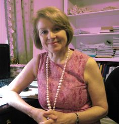 Natural Fertility Specialist - Dr Kerry Hampton is a leading natural fertility specialist. She specialises in fertility health, assisting couples to conceive naturally, and natural methods of contraception. Kerry is also a researcher and writer and runs training programs for health practitioners on natural fertility .