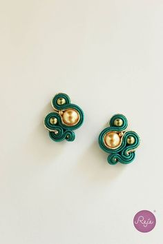 Stud post soutache earrings, Reje creations handmade in Italy Soutache Necklace, Diy Necklace, Diy Earrings, Soutache Pattern, Soutache Tutorial, Zipper Crafts, Earring Trends, Imitation Jewelry, Fabric Jewelry