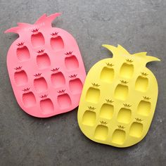 sunnylife - pineapple ice trays 2 set from shophearts. Saved to Things I want as gifts. 2nd Birthday, Birthday Parties, Sunnylife, Non Alcoholic Drinks, 2 Set, Summer Drinks, Luau, Chocolate Molds, Ice Tray