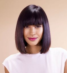 28 Most Flattering Bob Haircuts for Round Faces in 2019 - Style My Hairs Graduated Bob Hairstyles, Straight Hairstyles, Haircuts With Bangs, Cool Haircuts, Medium Hair Styles, Short Hair Styles, Bob Haircut For Round Face, Blonde Bob Haircut, Bobs For Thin Hair