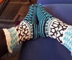 Pingvinsokker etter mønster fra boka sokker av Jofrid Lindvig Socks, Fashion, Moda, Fashion Styles, Sock, Stockings, Fashion Illustrations, Ankle Socks, Hosiery