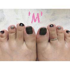 【maayas.mnail】さんのInstagramをピンしています。 《. 秋nail カーキ . my foot nail💅 作りたいカーキの色がなかなか 出せなくて凝ってみました💪 フットのセルフはケアが困難…🌀 . #Mnail #自宅ネイルサロン #ジェルネイル #格安ネイル #フットネイル #秋ネイル #大阪 #貝塚 #名越 #森》