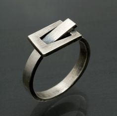 handmade metalrings with rectangles or squares. me likey.