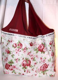 Romantik auf einer Seite - Schlicht auf der anderen Seite!    Rosen, Spitzenband und Unistoff in Rot auf einer Seite - Beigefarbene Baumwolle in Le...