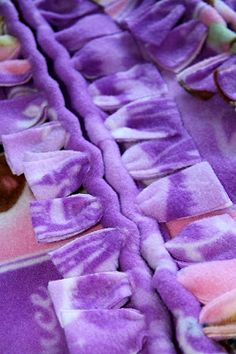 Diy Sewing Projects A new way to finish a fleece blanket. The No Sew, Fold Over Blanket! Fleece Crafts, Fleece Projects, Fabric Crafts, Sewing Crafts, Sewing Projects, No Sew Crafts, Crochet Projects, Diy Projects, Fleece Blanket Edging