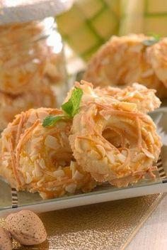 Klik resep Kue Kering Keju Almond di sini: http://resepkita.com/detailResep.asp?recId=348