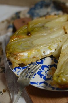 Endive tart with goat cheese and honey - Recipe - Tangerine Zest - Recipe Tarte tatin endive goat honey - Honey Recipes, Tart Recipes, Veggie Recipes, Vegetarian Recipes, Healthy Recipes, Soup Recipes, Quiches, Food Porn, Batch Cooking