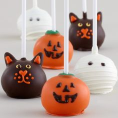 Great idea with the stem of the pumpkin. I have an order for make Halloween cake pops at the end of the month! (Halloween Cake)