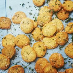 Parmigiano Reggiano Bonati and Thyme Biscuits Parmigiano Reggiano, Italian Cooking, Biscuits, Ethnic Recipes, Desserts, Food, Crack Crackers, Tailgate Desserts, Cookies