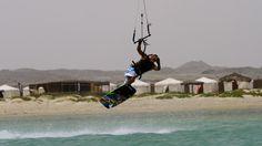 Kiteboarding at Masirah Island Oman.  photo: Kiteboarding Oman