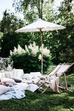 Outdoor Balcony, Outdoor Tables, Outdoor Spaces, Outdoor Gardens, Outdoor Living, Outdoor Decor, Dream Garden, Home And Garden, Summer Cabins