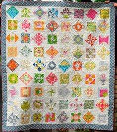 Blocks set square and on point with white background really makes them stand out. Farmer's Wife Quilt by kristinheaney Sampler Quilts, Scrappy Quilts, Dear Jane Quilt, Farmers Wife Quilt, Patch Quilt, Quilt Blocks, Civil War Quilts, Colorful Quilts, Square Quilt