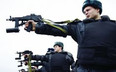 Russian police training with machine pistols. Special Ops, Special Forces, Armor All, Heavy And Light, Guy Best Friend, Submachine Gun, Military Photos, Military Equipment, Historical Pictures