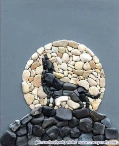Pebbles: 25 ideas for creative art inspiration Pebble Mosaic, Stone Mosaic, Pebble Art, Mosaic Art, Mosaic Garden, Stone Crafts, Rock Crafts, Pebble Stone, Stone Art