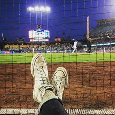 THINK BLUE: I got dirt on my shoes from these seats... Thanks for the hospitality @brianhecht & @projectshow #projectready #LosAngeles  #Dodgers #baseball #TheseSeatsTho #dodgerstadium #dodgerdog #fieldofdreams by ewoktommy