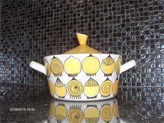 Annons på Tradera: Picknick Kastrull 112 Rörstrand Marianne Westman Porcelain Ceramics, Ceramic Pottery, Tea Station, Keramik Design, Stig Lindberg, Mood Colors, Vintage China, Colorful Interiors, Modern Art