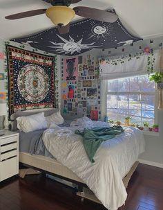 Room Design Bedroom, Room Ideas Bedroom, Bedroom Decor, Bedroom Inspo, Indie Room Decor, Aesthetic Room Decor, Indie Bedroom, Chill Room, Cozy Room