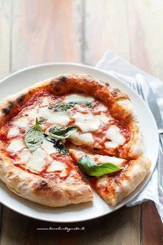 Homemade pizza: as good as in a pizzeria! Mozzarella, Pizza Recipes, Snack Recipes, Focaccia Pizza, Canned Blueberries, Scones Ingredients, Cauliflower Pizza, Vegetable Pizza, Italian Recipes