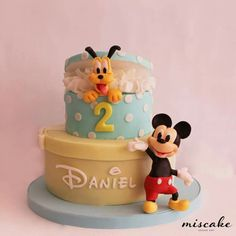 tarta mickey y pluto Birthday Party Tables, 2nd Birthday, Birthday Cakes, Bolo Mickey, Disney Mickey, Pastel Mickey, Mickey Mouse Clubhouse, Minnie Mouse, Fondant