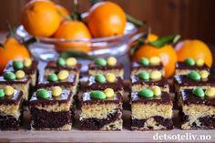 Appelsin og sjokolade er definitivt smaker jeg forbinder med påsken - som nå er rett rundt hjørnet (yeeey)!  I denne langpannekaken har jeg marmorert lys deig med appelsinsmak og mørk deig med sjokoladesmak, som gir en dekorativ og deilig kake. Pynt gjerne kakestykkene med påskeegg hvis du vil ha ekstra påskestemning, men det holder fint sjokoladeglasuren eller bare et melisdryss hvis du foretrekker det. Oppskriften er beregnet på stor langpanne. Muffin, Snacks, Breakfast, Desserts, Food, Food Food, Morning Coffee, Tailgate Desserts, Appetizers