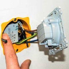 Pousser le module au fond du boitier d'encastrement Arduino Programming, Technology World, Module, Panne, Internet, Architecture, Smart Home Automation, Electrical Wiring, Wireless Light Switch