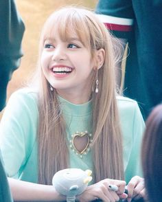 Lisa from BlackPink Thai Princess, Big Brown Eyes, Tangled Hair, Jennie Blackpink, Blackpink Jisoo, Look At You, Yg Entertainment, No One Loves Me, Girl Group