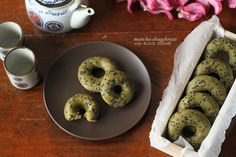 These baked matcha doughnuts, with a delicious matcha glaze and black sesame sprinkled on top, might just become your new favourite! Sesame Recipes, Cream Tea, Mellow Yellow, Fritters, No Bake Desserts, Doughnuts, Afternoon Tea, Matcha, Bread Recipes