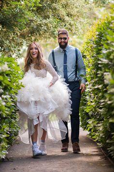 Este combo de blusa y zapatillas…   38 Ideas modernas y hermosas para vestidos de boda