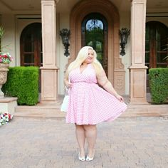 Designer brand Halter dress Designer brand Worn for photos Size 4x, brand runs small, fits like a 2x/3x I'm size 20/22 and it fits me I'm 5'4 Pink and white gingham vintage style dress Dresses