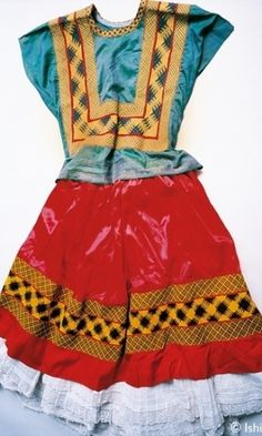 Veja peças do guarda-roupa da pintora mexicana Frida Kahlo